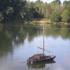 La Loire ... où passent des toues ( ou gabares)