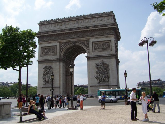Dimanche 24 mai 2009, direction Paris en minibus et sous le soleil
