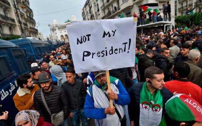Macron sous le feu des critiques après son soutien au président algérien