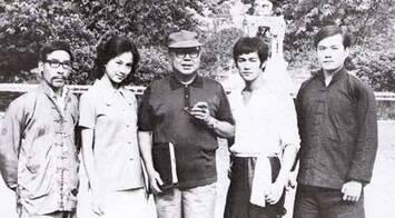 De gauche à droite : Han Yin-Chieh ; Maria Yi ; Lo Wei ; Bruce Lee ;James Tien