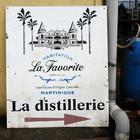 Après la distillerie, la « boutique ». Suivez la flèche :