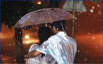 amoureux sous parapluie