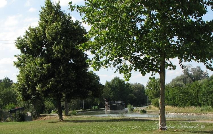 Souffelweyersheim (67): Péniche à l'écluse 1/2