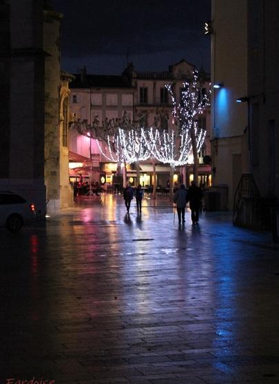 Illuminations à Valence : après la pluie autour de la cathédrale...