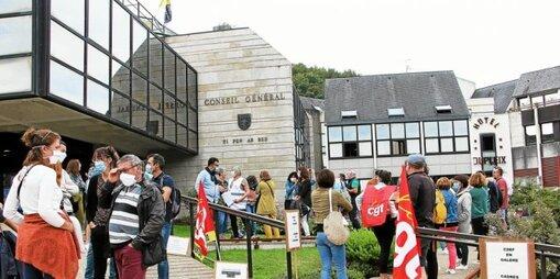 Environ 70 agents, cadres et éducateurs du CDEF avaient manifesté le 15 septembre devant le conseil départemental.