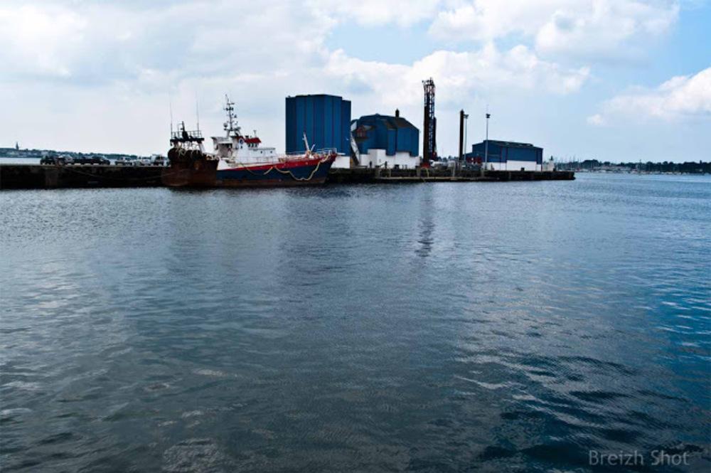 Le chalutier de fond Héliotrope au port de pêche de Lorient