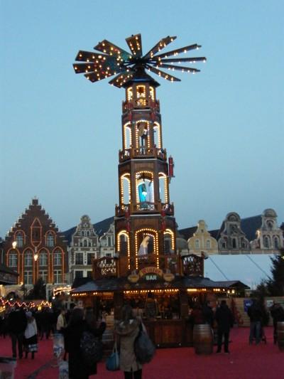 A Arras il y a un marché de Noël à visiter.
