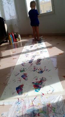 Gymnastique toute en couleurs ou comment peindre avec les mains et les pieds