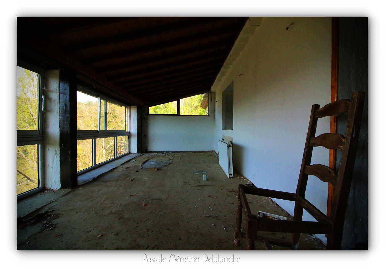 Urbex en Cévennes, Gard (2/4) - Le restaurant et son salon.