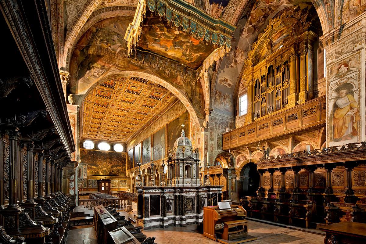 MONTSERRAT le monastère célèbre de la Catalogne
