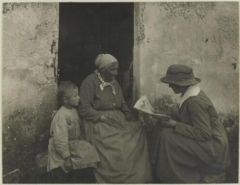 11- Les vieilles dames lisant …dehors
