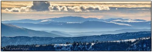 Montagne de l'Aups, sous le ciel hivernal du Dauphiné Sud