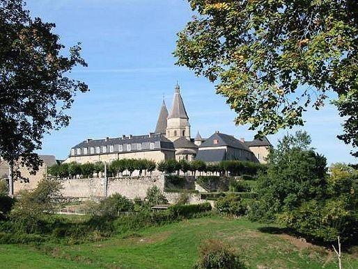 Abbaye-Benevent-en-Limousin.jpg