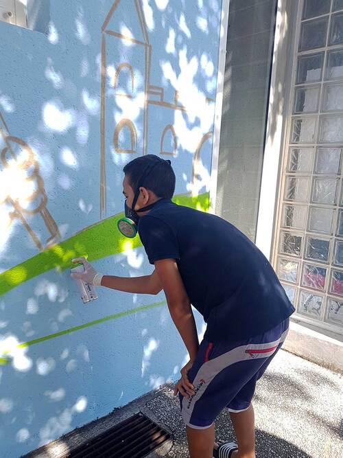 stage graff avec 4 jeunes de la ludotheque de Romans sur Isére (26) fresque realiser avec Sowan de Sorry Graffiti sur la façade de la ludotheque. Merci pour l'accueil. juillet 2018