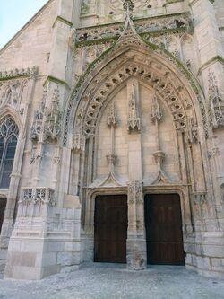 Entrée de l'église saint Léonard
