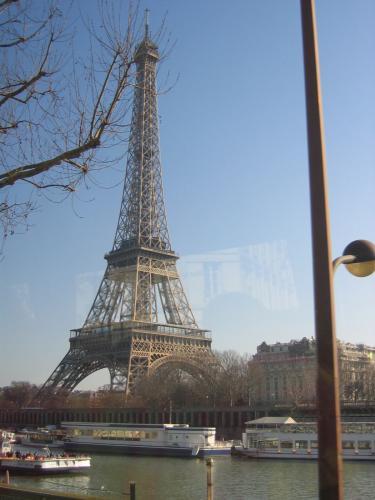 Dimanche 17 février 2008, nous prenons la direction de Paris pour un repas spectacle au Don Camillo
