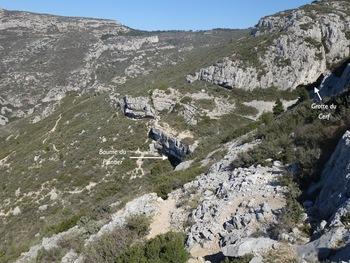 Le début de la descente vers la Baume du Plantier et la Grotte du Cerf