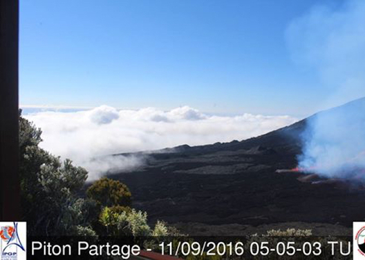Le Piton de la Fournaise est entré en éruption