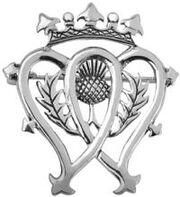 Le gage d'amour écossais: la broche Luckenbooth