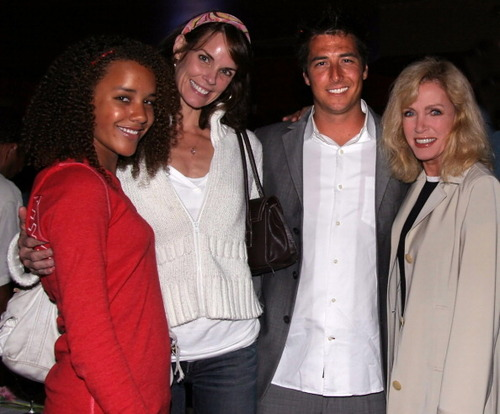 Donna ,Chloe et Larry.