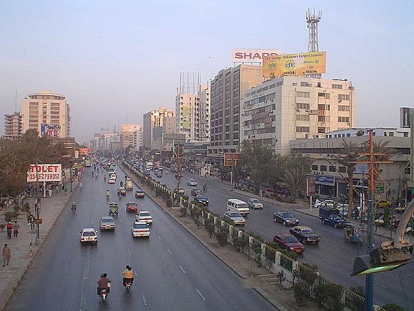800px-Pakistan_-_Karachi_-_03_-_Shahar_-_20060121_164513.jpg
