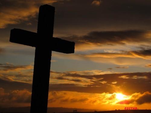 """Le """"Dieu fou"""" par le père Luc Simard (frère de l'abbé Guy Simard)... CegYAlVnEypEEkk8y_qiC88vzg8"""