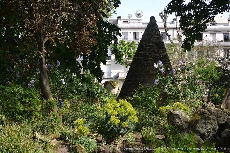 Parc Monceau : La Pyramide