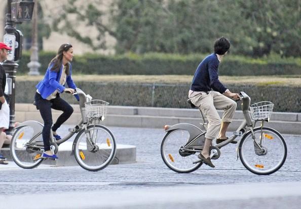 Pippa fait du vélo à Paris