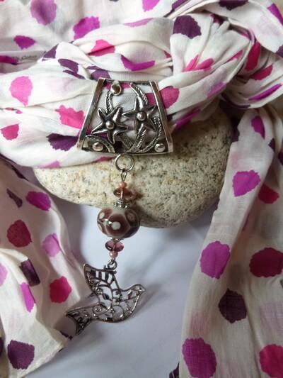 La tendance de cet hiver : les écharpes foulards bijoux