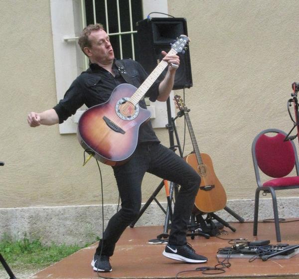 """Le duo """"Simple Men"""" a emballé les auditeurs au jardin de la Mairie de Châtillon sur Seine !"""