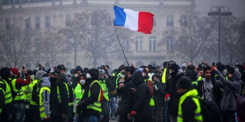 """EN DIRECT - """"Gilets jaunes"""" : À Paris, un """"acte 4"""" sous tension, et sous haute sécurité"""