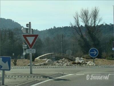 Rond-point Bollène petit pont de pierre Vaucluse Provence-Alpes-Côte d'Azur