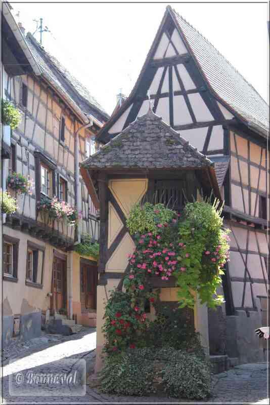 Alsace Haut-Rhin Route des Vins Eguisheim le Pigeonnier