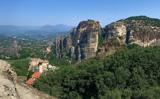 de Gauche à Droite -Roussanou - Agios Nikolaos - Grand Meteore et Varlaam
