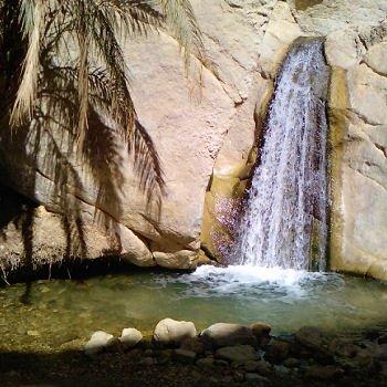 une chute d'eau de l'oasis de chebika