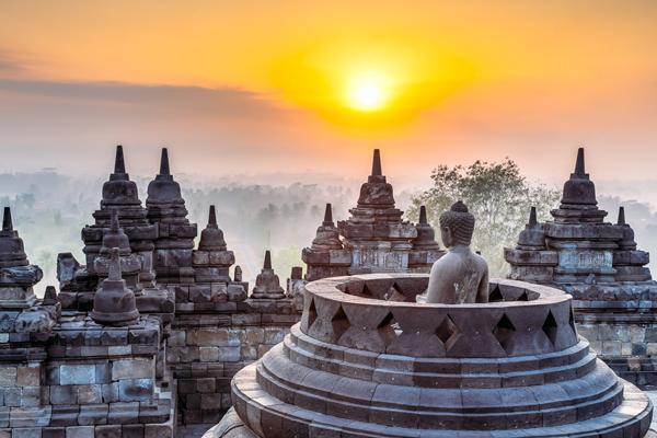 Le temple de Borobudur, près de Jogjakarta (Java), DR