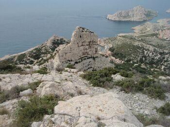 L'ancien sémaphore, le rocher des Goudes, Callelongue et l'île Maire