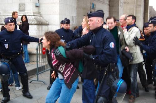 """La visite """"Le Paris de la Grande Guerre"""" accompagnée par les CRS"""