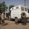burkina bomborokuy jeff règle le parallelisme de son camion