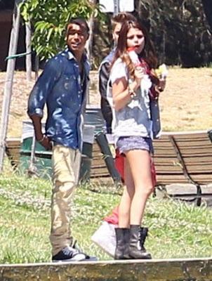 30/06 Selena et Justin se promenant près du lac Balboa