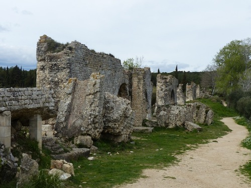 Aqueduc romain et meunerie de Barbegal
