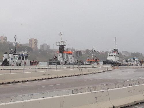 Au port sous la pluie