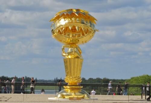 Murakami Versailles Oval Bouddha Gold 1
