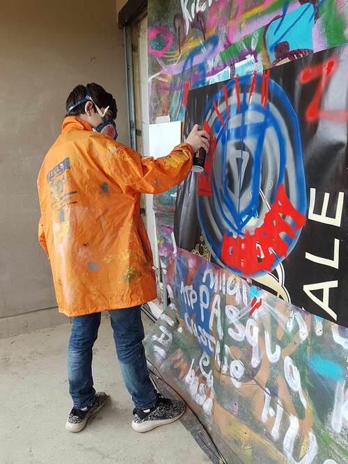 atelier graff durant 1 apres-midi à l'atelier relais Lunel (34) 2 jeunes : valorisation, travail sur la confiance, realisation de projet. mars 2017