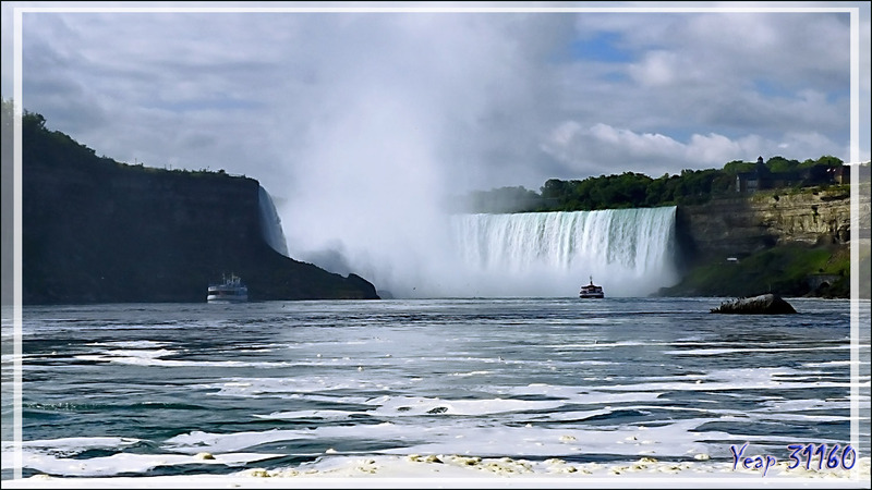 """C'est parti pour aller sous """"la grande douche"""" ! - Niagara Falls - Ontario - Canada"""
