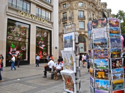 vitrines Kusama Vuitton Champs-Elysées 8