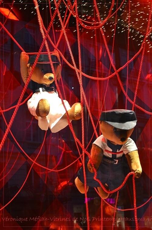 Prada fête Noël au Printemps La griffe revisite la tradition sur le thème