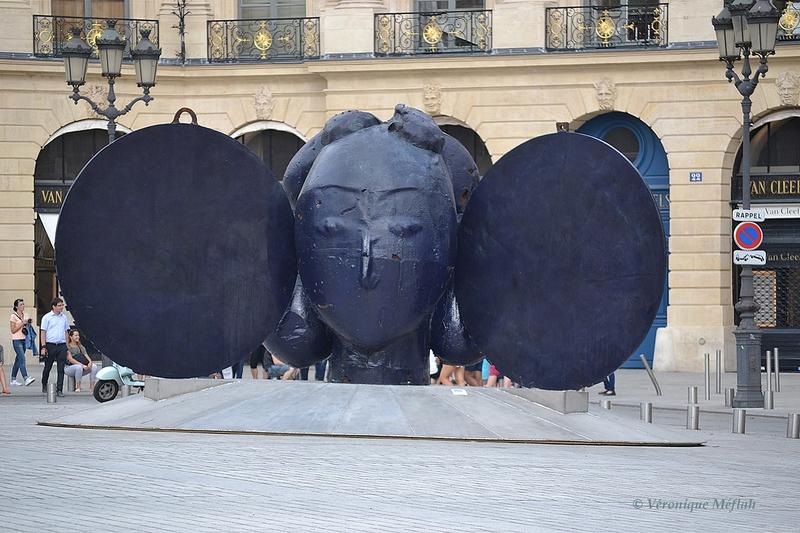 Exposition Manolo Valdès Place Vendôme, Paris 1er : Los Aretes