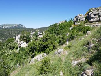 Le village depuis le début du sentier botanique
