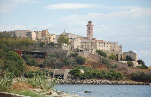 Nous allons rentrer dans le tunnel sous le vieux port de Bastia